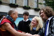 Его Святейшество Далай-ламу тепло встречают в Данди, Шотландия. 22 июня 2012 г. Фото: Джереми Рассел (Офис ЕСДЛ)