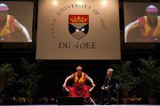"""Его Святейшество Далай-лама читает лекцию """"Воспитание сердца"""" в университете Данди, Шотландия. 22 июня 2012 г. Фото: Джереми Рассел (Офис ЕСДЛ)"""