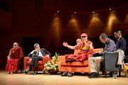 Его Святейшество Далай-лама выступает перед студентами в театре Даль Верме. Милан, Италия. 26 июня 2012 г. Фото: Тензин Чойджор (Офис ЕСДЛ)
