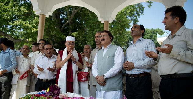 Далай-лама совершил паломничество по святым местам Шринагара