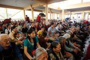 Тибетцы принимают участие в молебне о скончавшейся недавно Сонам Долме, матери покойного Десятого Панчен-ламы, в главном тибетском храме. Дхарамсала, Индия. 3 июля 2012 г. Фото: Пхунцог (Архив монастыря Намгьял)