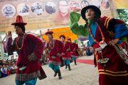 Артисты Тибетского института исполнительских искусств (TIPA) выступают на празднике по случаю по случаю 77-летия Его Святейшества Далай-ламы. 6 июля 2012. Дхарамсала, Индия. Фото: Тензин Чойджор (ОЕСДЛ)