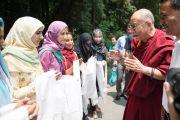 Тибетцы-мусульмане, живущие в Шринагаре, встречают Его Святейшество Далай-ламу, прибывшего с визитом в штат Джамму и Кашмир, Индия. 12 июля 2012 г. Фото: Тензин Чойджор (Офис ЕСДЛ)