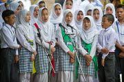 Ученики исполняют песню в честь визита Его Святейшества Далай-ламы в тибетскую школу Шринагара, штат Джамму и Кашмир, Индия. 14 июля 2012 г. Фото: Тензин Чойджор (Офис ЕСДЛ)