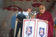 Его Святейшество Далай-лама выступает с речью в тибетско школе Шринагара, штат Джамму и Кашмир, Индия. 14 июля 2012 г. Фото: Тензин Чойджор (Офис ЕСДЛ)