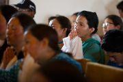 Учащиеся Ладакского колледжа слушают речь Его Святейшества Далай-ламы на встрече в клубе Nigeen Club в Шринагаре. Штат Джаму и Кашмир, Индия. 15 июля 2012 г. Фото: Тензин Чойджор (Офис ЕСДЛ)