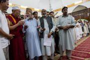 Его Святейшество Далай-лама во время посещения мечети Хазратбал в Шринагаре. Штат Джаму и Кашмир, Индия. 17 июля 2012 г. Фото: Тензин Чойджор (Офис ЕСДЛ)