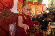 Его Святейшество Далай-лама во время посещения мусульманской общины, организованного Координационным комитетом мусульман. Лех, Ладак, штат Джамму и Кашмир, Индия. 26 июля 2012 г. Фото: Rosemary Rawcliffe