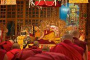 Его Святейшество Далай-лама дарует монашеские обеты в главном храме города Лех, Ладак. Штат Джамму и Кашмир, Индия. 26 июля 2012 г. Фото: Rosemary Rawcliffe