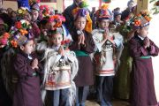 Дети читают молитву во время посещения Его Святейшеством Далай-ламой школы Джамьянг, где обучаются дети из ладакского района Дахану, где проживает небольшая индо-арийская буддийская община. Лех, Ладак, штат Джамму и Кашмир, Индия. 26 июля 2012 г. Фото: Тензин Такла (Офис ЕСДЛ)