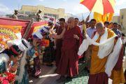 Его Святейшество Далай-ламу встречают в Институте буддийских исследований в Лехе, Ладак. Штат Джамму и Кашмир, Индия. 2 августа 2012 г. Фото: Джереми Рассел (офис ЕСДЛ)