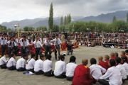Школьники практикуются в ведении диспута перед началом учений Его Святейшества Далай-ламы в Лехе, Ладак. Штат Джамму и Кашмир, Индия. 6 августа 2012 г. Фото: Джереми Рассел (офис ЕСДЛ)