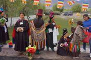 Ладакские женщины ожидают прибытия Его Святейшества Далай-ламы к месту проведения учений в Лехе, Ладак. Штат Джамму и Кашмир, Индия. 4 августа 2012 г. Фото: Джереми Рассел (офис ЕСДЛ)