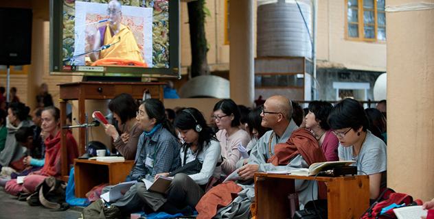 Начались учения Его Святейшества Далай-ламы для буддистов из Юго-Восточной Азии