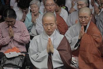 Второй день учений Его Святейшества Далай-ламы для буддистов из Юго-Восточной Азии