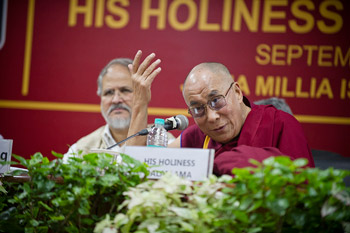 Далай-лама рассказал о ненасилии и нравственных ценностях в университете Джамия Миллия Исламия