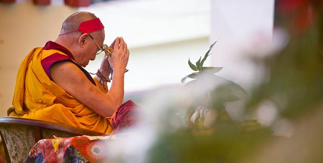 Его Святейшество Далай-лама даровал посвящение Авалокитешвары и посетил филиал Тибетской детской деревни в Селаки