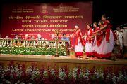 Выступление учащихся на праздновании 50-летия Центральной администрации тибетских школ. Дели, Индия. 10 сентября 2012 г. Фото: Тензин Чойджор (Офис ЕСДЛ)