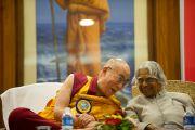 Его Святейшество Далай-лама и бывший президент Индии Абдул Калам на открытии Всемирной встречи во имя мира и гармонии. Дели, Индия. 11 сентября 2012 г. Фото: Тензин Чойджор (Офис ЕСДЛ)