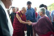 Его Святейшество Далай-лама прибыл на празднование 50-летия Центральной администрации тибетских школ. Дели, Индия. 10 сентября 2012 г. Фото: Тензин Чойджор (Офис ЕСДЛ)