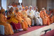 Его Святейшество Далай-лама выступает с речью на межконфессиональном молебне в храме Шри Рамакришны. Дели, Индия. 11 сентября 2012 г. Фото: Тензин Чойджор (Офис ЕСДЛ)