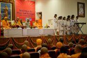 Дети исполняют приветственную песню на открытии Всемирной встречи во имя мира и гармонии. Дели, Индия. 11 сентября 2012 г. Фото: Тензин Чойджор (Офис ЕСДЛ)
