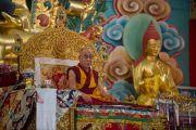 Его Святейшество Далай-лама дарует учения в шедре Дрикунг в тибетском поселении Декьилинг неподалеку от г. Дехрадун, Индия. 14 сентября 2012 г. Фото: Тензин Чойджор (Офис ЕСДЛ)
