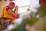 Его Святейшество Далай-лама готовится к посвящению Авалокитешвары в монастыре Таши Кхил в тибетском поселении Клемент-Таун неподалеку от Дехрадуна, Индия. 15 сентября 2012 г. Фото: Тензин Чойджор (Офис ЕСДЛ)