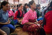 """Ученики филиала """"Тибетской детской деревни"""" участвуют в короткой медитации перед началом выступления Его Святейшества Далай-ламы. Селаки, Дехрадун, Индия. 15 сентября 2012 г. Фото: Тензин Чойджор (Офис ЕСДЛ)"""