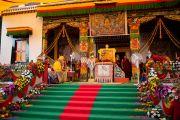 Его Святейшество Далай-лама дарует учения в монастыре Таши Кхил в тибетском поселении Клемент-Таун неподалеку от Дехрадуна, Индия. 15 сентября 2012 г. Фото: Тензин Чойджор (Офис ЕСДЛ)