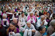 Во время учений Его Святейшества Далай-ламы в монастыре Таши Кхил в тибетском поселении Клемент-Таун неподалеку от Дехрадуна, Индия. 15 сентября 2012 г. Фото: Тензин Чойджор (Офис ЕСДЛ)