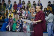 Его Святейшество Далай-лама обращается с речью к ученикам и персоналу школы Вудсток в Массури, Индия. 16 сентября 2012 г. Фото: Тензин Чойджор (Офис ЕСДЛ)