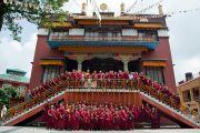 Его Святейшество Далай-лама с монахами монастыря Сакья в Раджпуре, Индия. 16 сентября 2012 г. Фото: Тензин Чойджор (Офис ЕСДЛ)