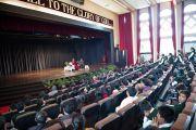 Его Святейшество Далай-лама отвечает на вопросы учеников школы Уинберга Аллена в Массури, Индия. 17 сентября 2012 г. Фото: Тензин Чойджор (Офис ЕСДЛ)