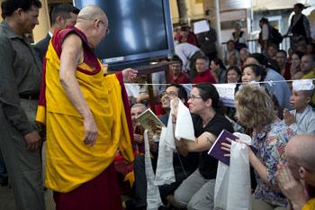 Ученики из более чем 60 стран участвуют в учениях Далай-ламы в Дхарамсале