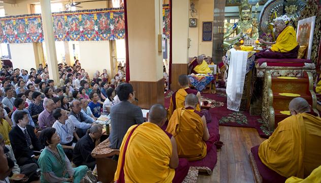 Первый день учений Его Святейшества Далай-ламы для последователей из Тайваня