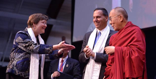 Его Святейшество Далай-лама прочел в Миддлберийском колледже лекцию о воспитании сердца