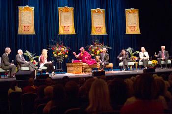 Его Святейшество Далай-лама принял участие в дискуссии по паллиативному уходу и рассказал об этике для всего мира