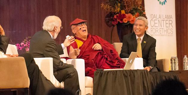 """Его Святейшество Далай-лама принял участие в форуме """"Глобальные системы 2.0"""" в Массачусетском технологическом институте"""