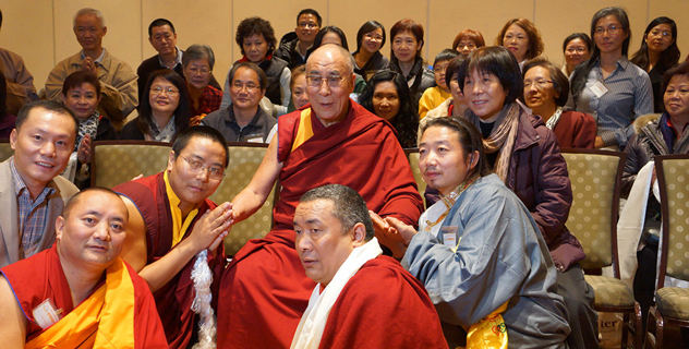 Его Святейшество Далай-лама прочел огденовскую лекцию в Университете Брауна