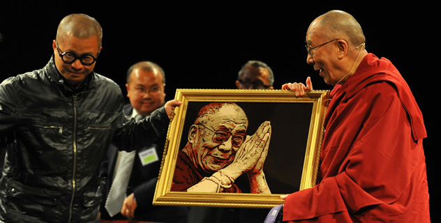 Его Святейшеству Далай-ламе присвоена степень почетного доктора наук в Коннектикуте и Нью-Йорке