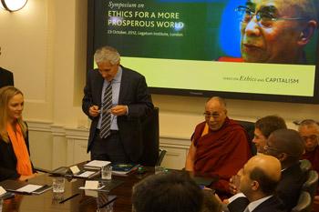 Его Святейшество Далай-лама принял участие в симпозиуме «Этика во имя процветания мира»