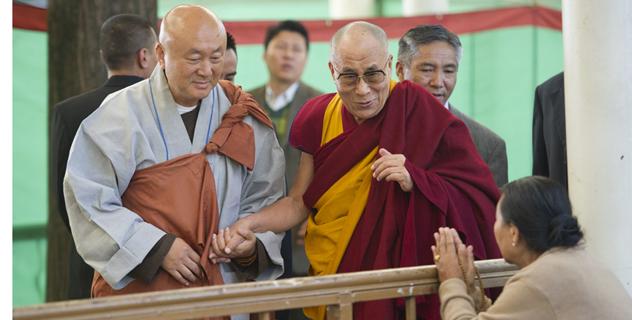Его Святейшество Далай-лама даровал корейским последователям учение по тексту Нагарджуны «Коренные строфы о срединности»