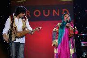"""Группа """"Голоса Афганистана на сцене концерта """"Единый мир"""" в Сиракузском университете. Сиракузы, штат Нью-Йорк, США. 9 октября 2012 г. Фото: Neilson Barnard (Getty Images)"""