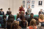 Во время посещения колледжа Вильгельма и Марии Его Святейшество Далай-лама встретился с группой студентов, в том числе из Китая. Вильямсбург, штат Виргиния, США. 10 октября 2012 г. Фото: Джереми Рассел (Офис ЕСДЛ)