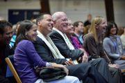 Во время лекции Его Святейшества Далай-ламы в Миддлберийском колледже. Президент колледжа Рон Лейбовиц и сенатор Патрик Лихи. Миддлбери, штат Вермонт, США. 13 октября 2012 г. Фото: Brett Simison