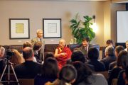 Его Святейшество Далай-лама на встрече с директорами и ректорами школ и университетов в Бостоне, штат Массачусетс, США. 14 октября 2012 г. Фото: Christopher Michel
