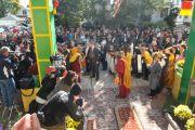 Его Святейшество Далай-ламу встречают в буддийском центре Курукулла в Медфорде, штат Массачусетс, США. 16 октября 2012 г. Форо: Sonam Zoksang
