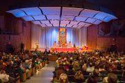 Во время учений Его Святейшества Далай-ламы в аудитории Кресге Массачусетского технологического института. Бостон, штат Массачусетс, США. 16 октября 2012 г. Форо: Crhistopher Michel
