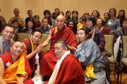 "Его Святейшество Далай-лама на встрече с членами филантропического общества ""Да Нанг"". Провиденс, штат Род-Айленд, США. 17 октября 2012 г. Фото: Джереми Рассел (Офис ЕСДЛ)"